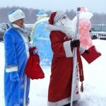 Найди 10 отличий между Дедушками Морозами и Снегурочками.
