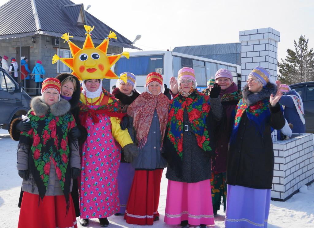 Загадка: Красивые, нарядные на праздник к нам пришли? Нет не ёлочки - творческие коллективы Ялуторовского района!